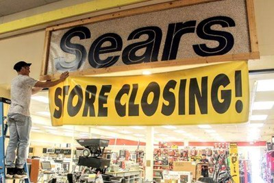 35 Brands That Are Closing Stores This Year