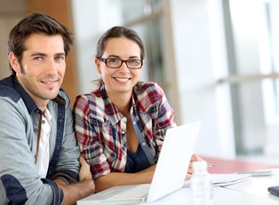 Couple looking into online business schools