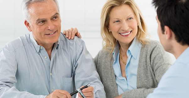 retired couple talking to investor about dividends