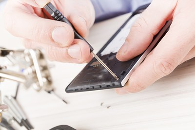 Repair or Replace: What to Do With a Broken Cell Phone