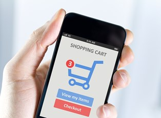 Close up of a man holding a smartphone displaying the shopping cart of an e-commerce site that uses insider tips to be successful.