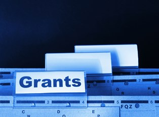 A file label for Grants that contains Pell Grant applications.