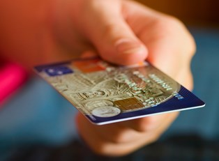 Charge Cards vs Credit Cards: What's the difference?